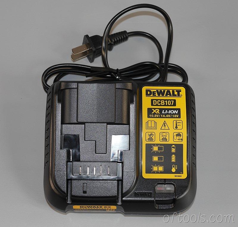 13、得伟(DEWALT)DCD700CK2-A9充电器