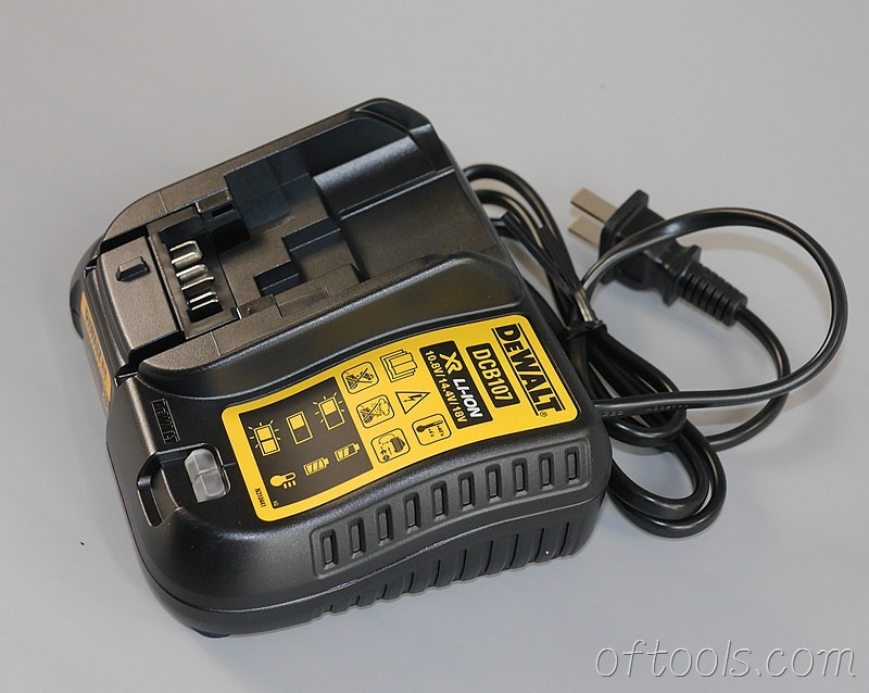 15、得伟(DEWALT)DCD700CK2-A9充电器
