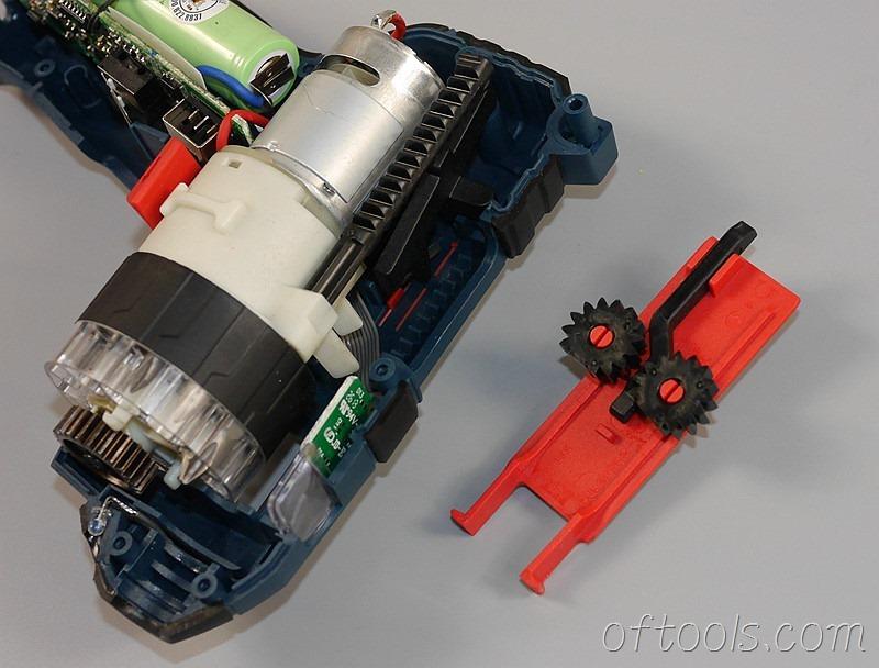 16、博世(BOSCH) GSR BitDrive 左轮起子机用来更换批头的滑动开关