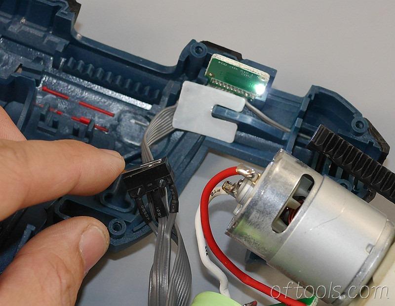 18、电机下方压着一个开关是控制亮灯的