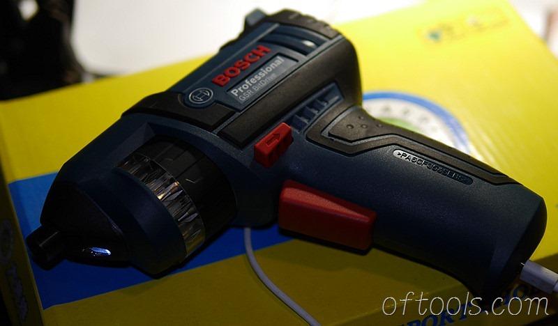 37、博世(BOSCH) GSR BitDrive充电时前方照明灯会闪动提示状态