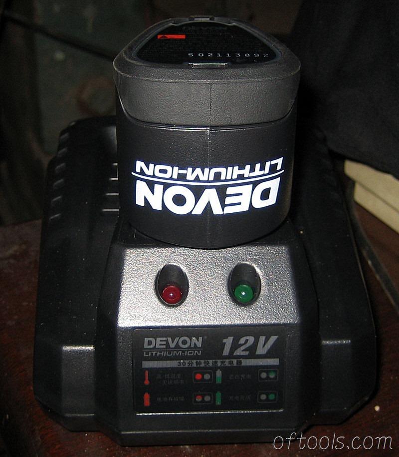 10、电池和充电器合体状态