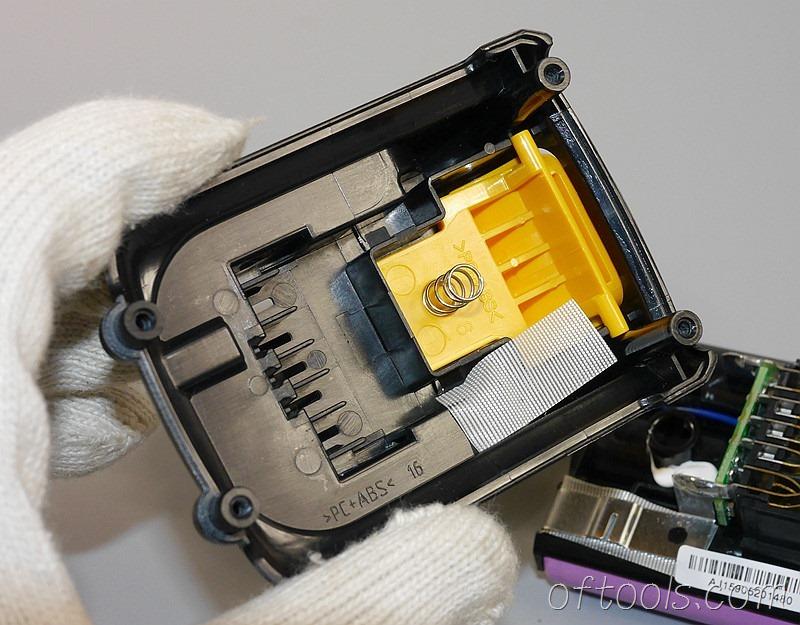 10、得伟(DEWALT)DCB125 10.8V锂电池上盖模具做工