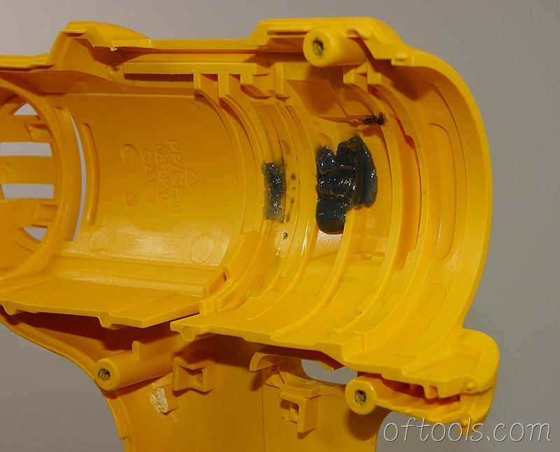 10、得伟(DEWALT)DCD700 锂电钻的壳体做工特写2