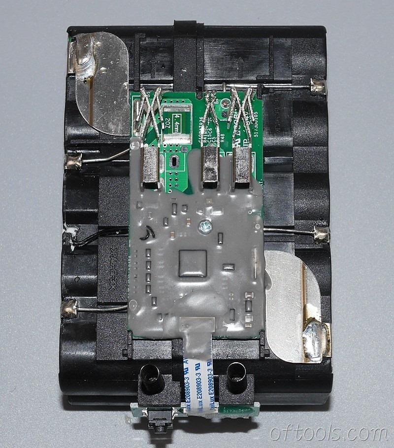 14、电路板监控每组电池的