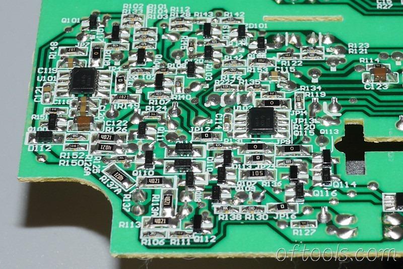 16、得伟(DEWALT)DCB107充电器电路板贴片特写