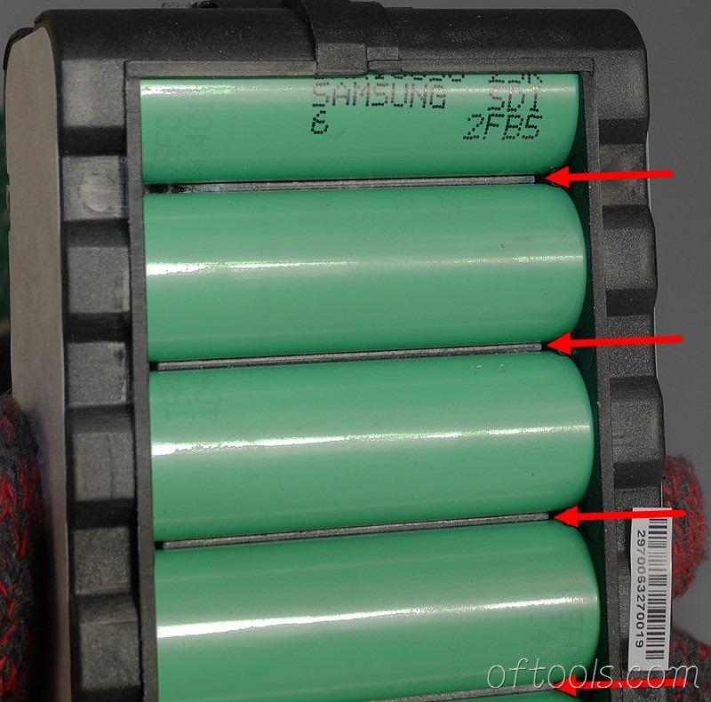 18、电池缝隙里可以看到有散热物质