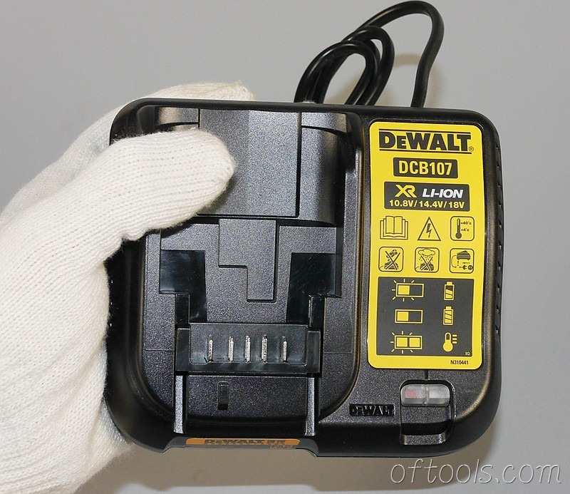 1、得伟(DEWALT)DCB107充电器