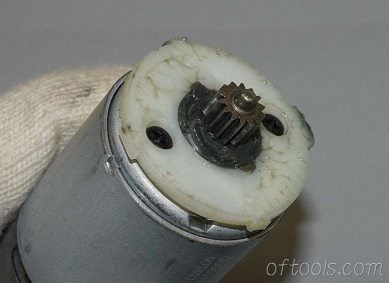 20、得伟DCD700电机齿轮特写