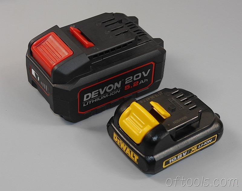 32、大有20V(5150)锂电池体型与得伟10.8V锂电池体型对比