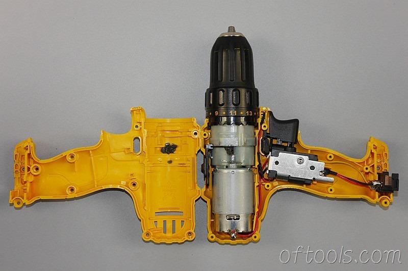 4、得伟(DEWALT)DCD700 锂电钻拆开壳子