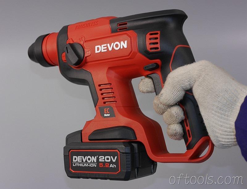 64、大有5401 20v锂电锤单手可以操作