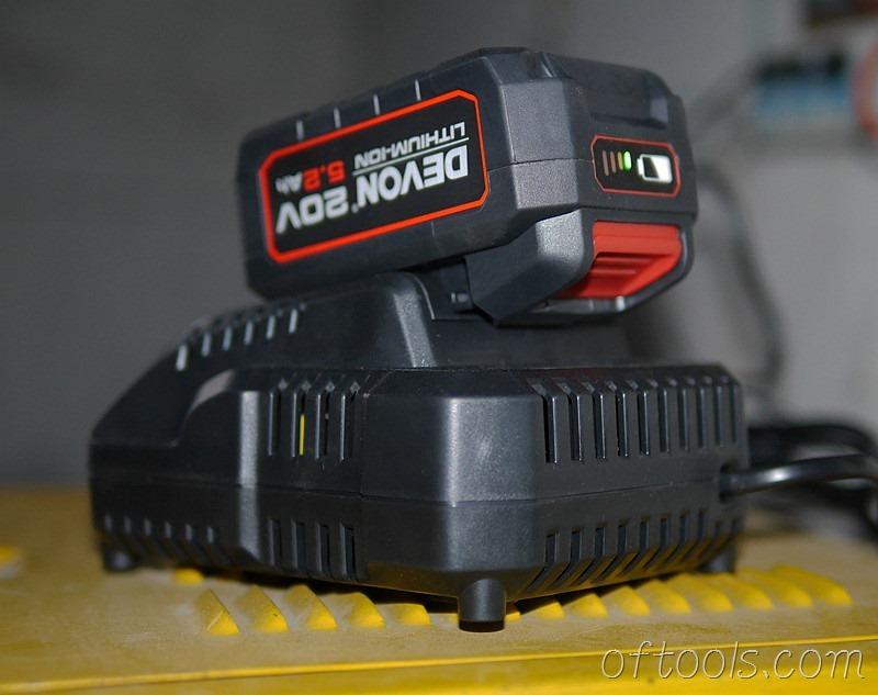 67、大有5401 20v锂电锤电池充电待命