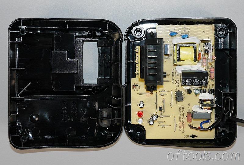 6、得伟(DEWALT)DCB107充电器打开外壳