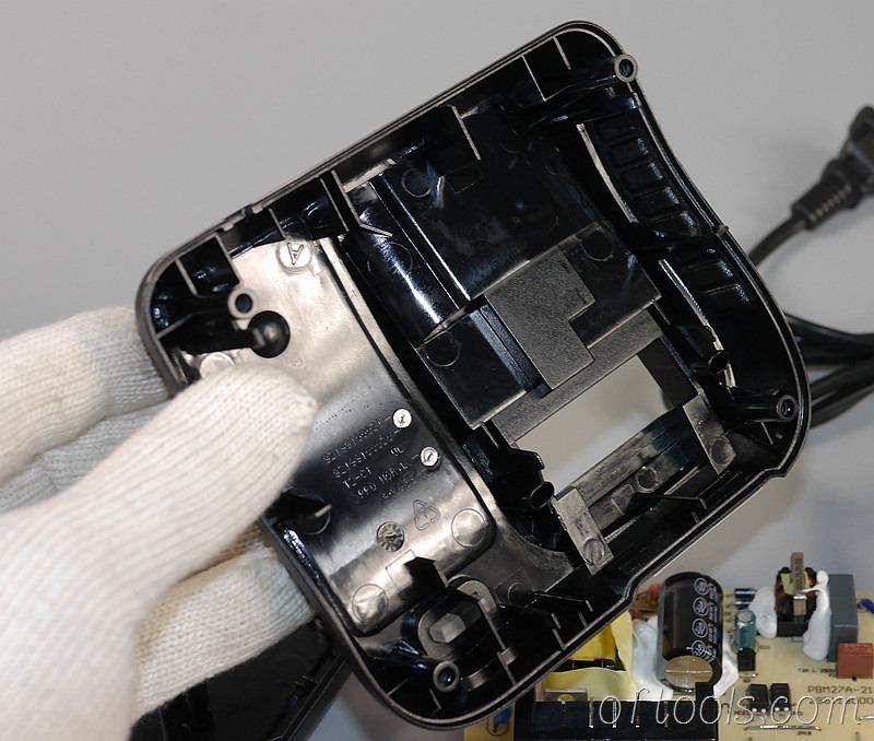 8、得伟(DEWALT)DCB107充电器的上盖模具