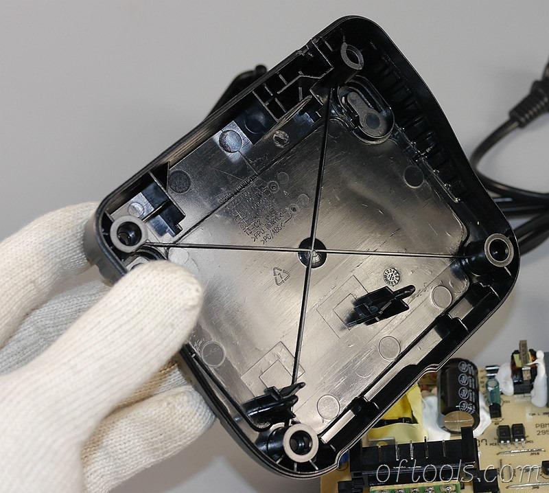 9、得伟(DEWALT)DCB107充电器的下壳模具