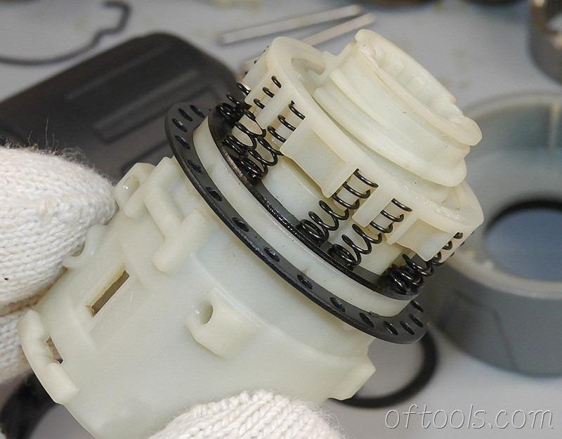 5、通过拧动大螺母来调整弹簧压力