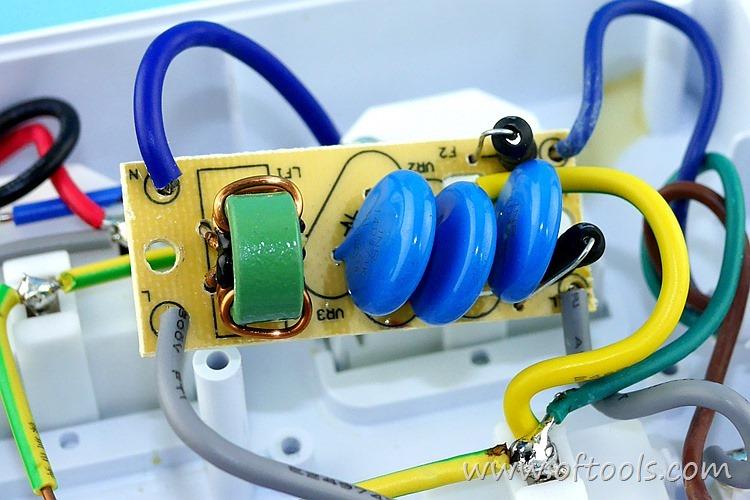 12、ORICO HPC-4A5U 智能插座的滤波电路特写