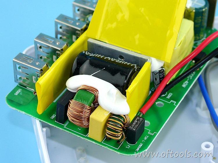 21、ORICO HPC-4A5U 智能插座  5V输出电路特写
