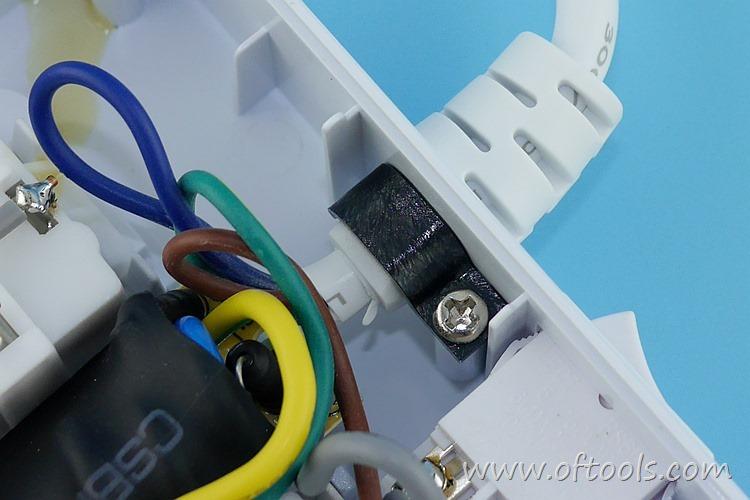 9、ORICO HPC-4A5U 智能插座 出线加固