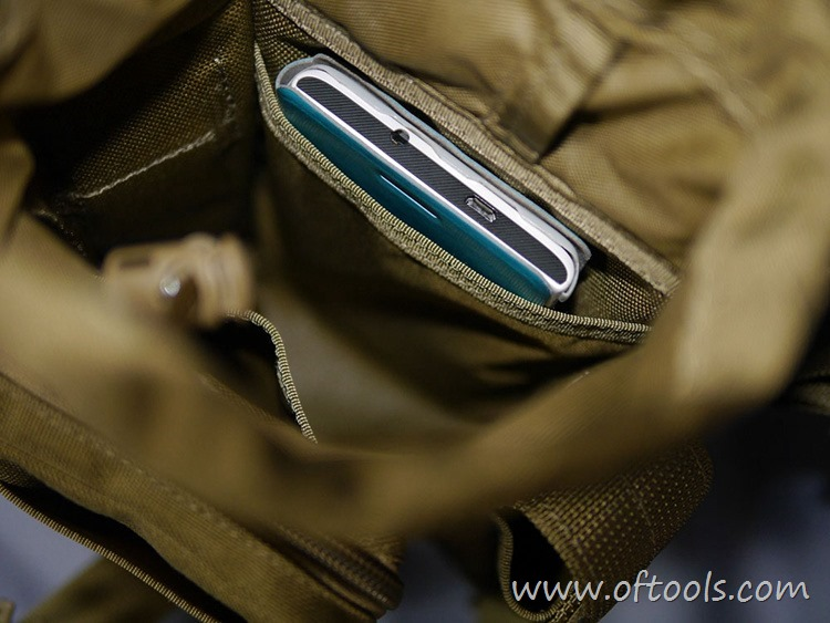 26、马盖先Maxgear机动腰包 0401腿包 内壁袋放入一台5寸手机