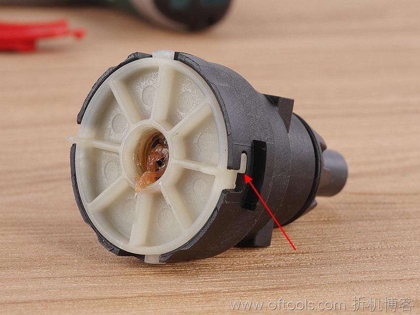 31、博世bosch IXO锂电起子齿轮箱的盖板