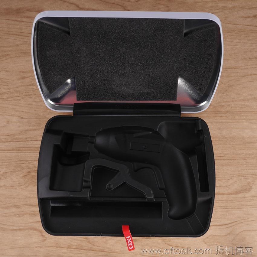 5、博世bosch IXO锂电起子铁盒装 铁盒特写
